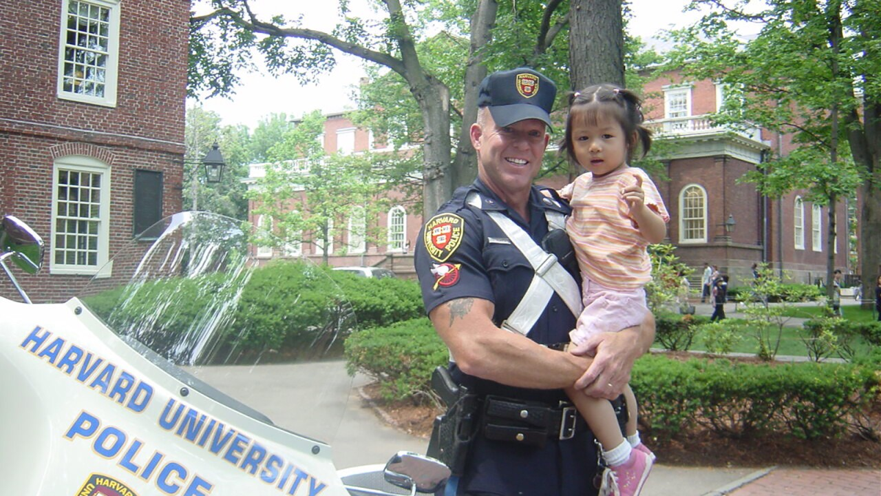 Harvard police officer posed with a toddler. She's now a freshman, so they recreated the photo.