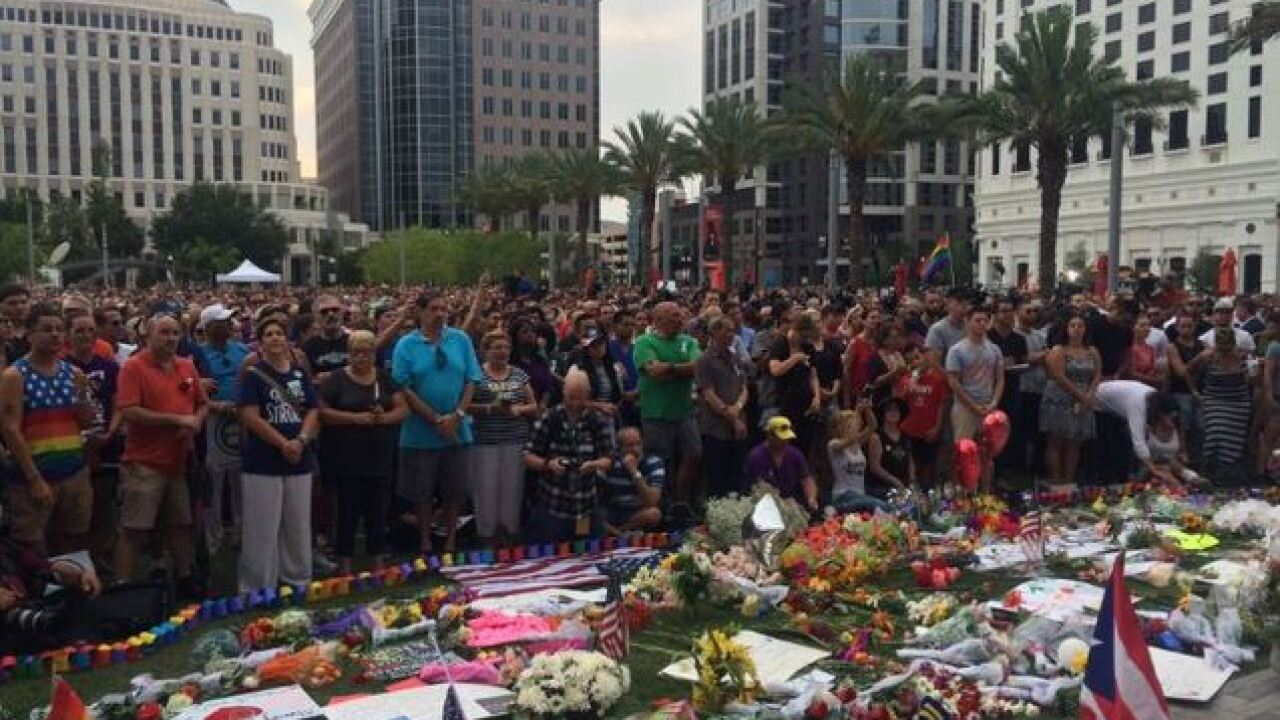 10,000 people gather at Orlando vigil