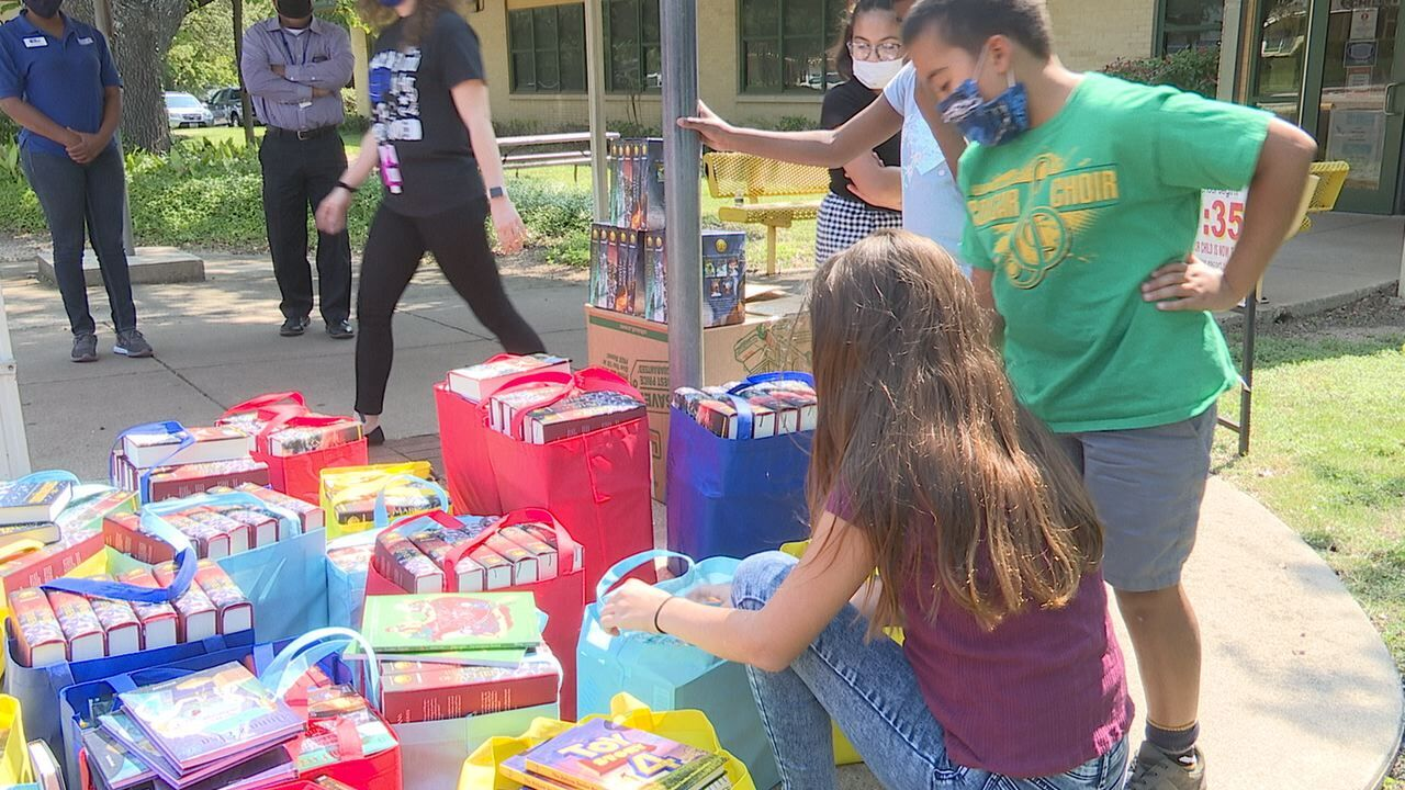 United Way of Central Texas gives books to local students