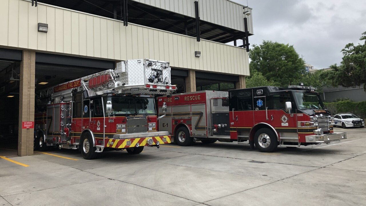 Tallahassee Fire Department new ladder goes in