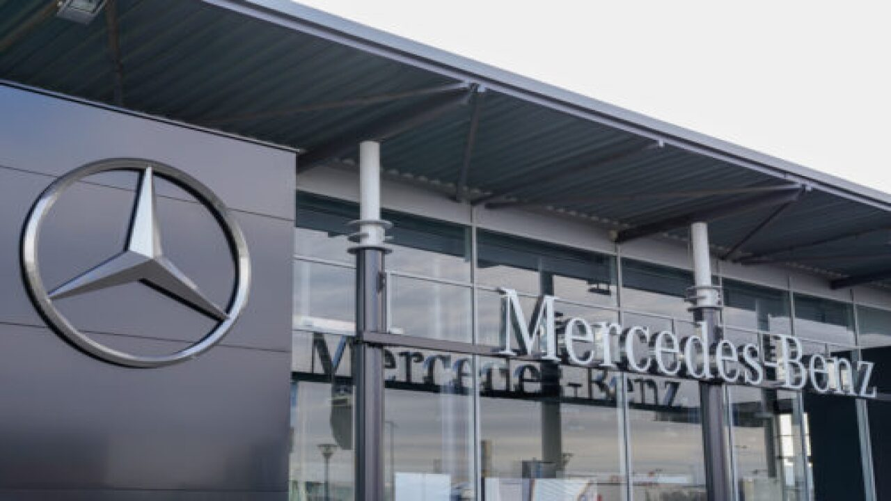 Mercedes-Benz Just Unveiled A Huge, High-tech New Car Dashboard Called 'Hyperscreen'