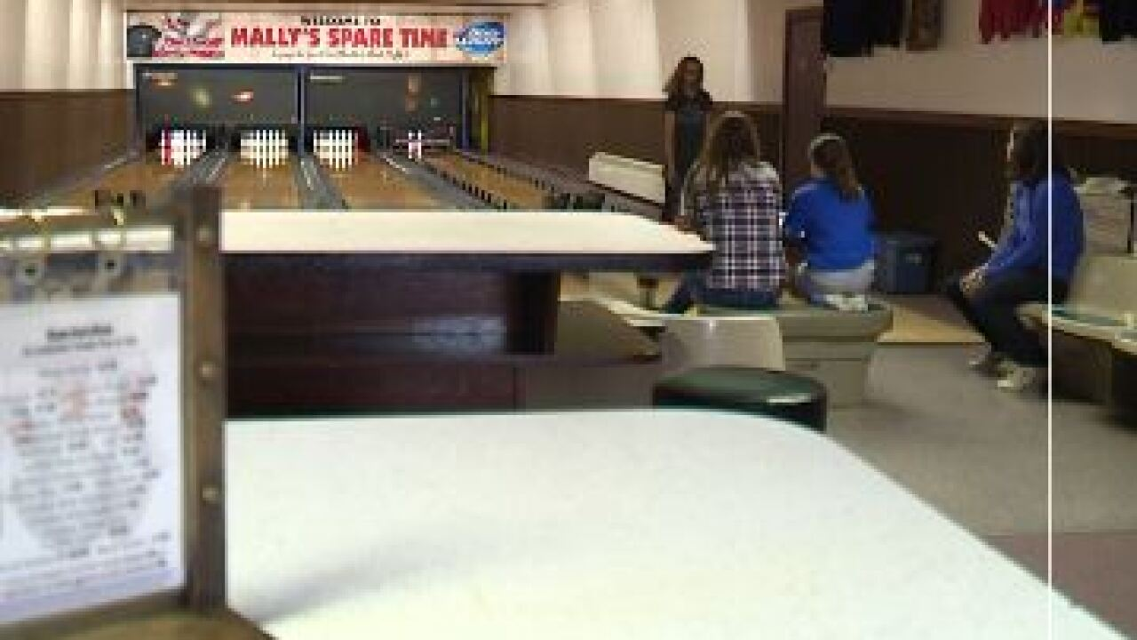 mally's spare time bowling alley.JPG