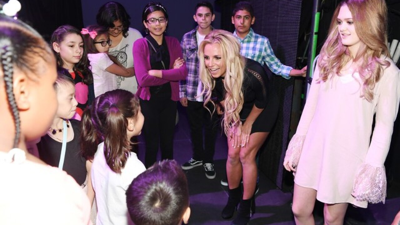 Britney Spears donates $200K to fight cancer