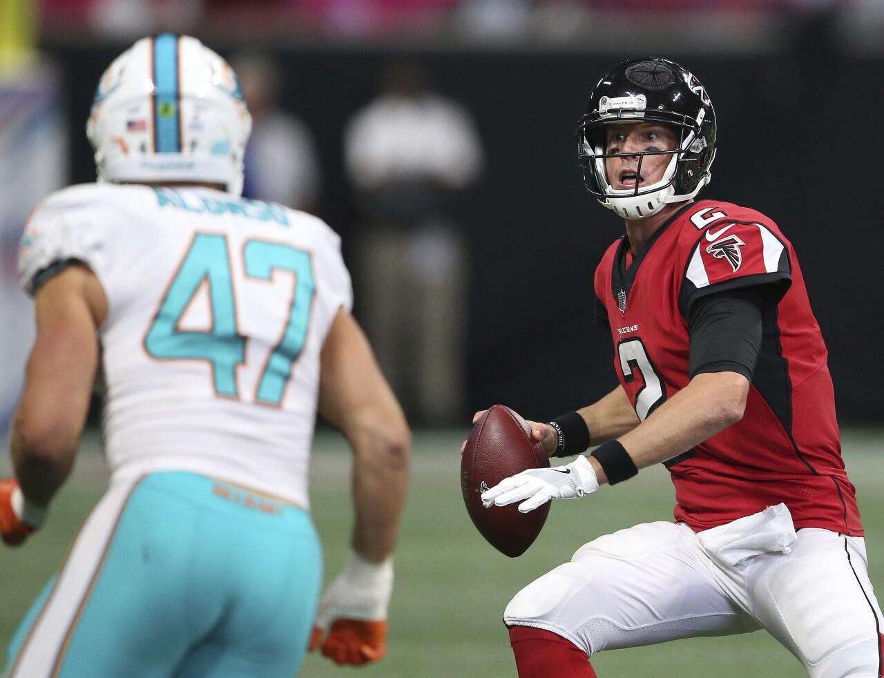 Atlanta Falcons QB Matt Ryan looks to throw vs. Miami Dolphins in 2017