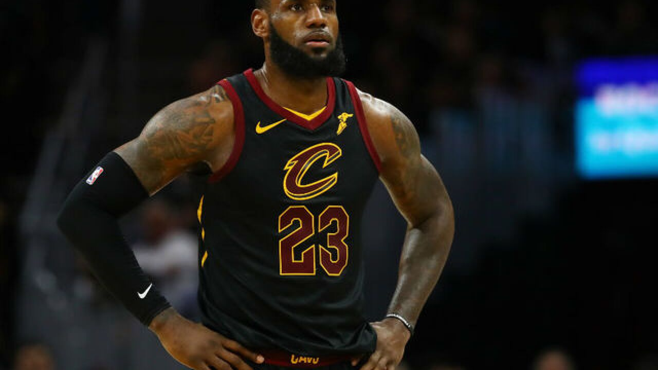 LeBron speaks with Cavs as free agency opens
