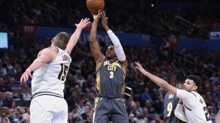 Chris Paul scores 29 points, leads Thunder past Nuggets