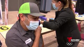 Annette Rodriguez vacuna.jpg
