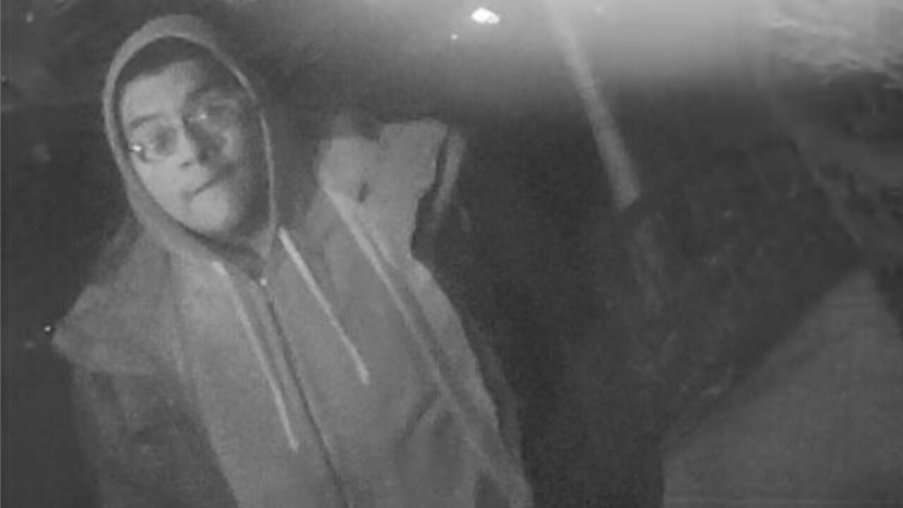 Group robs pizza deliveryman, stabs him in both legs in Brooklyn