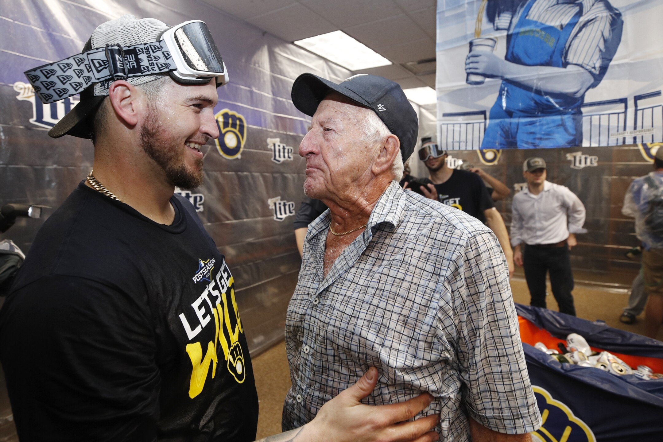Brewers celebrate 2nd straight playoff berth with wild clubhouse party [PHOTOS]