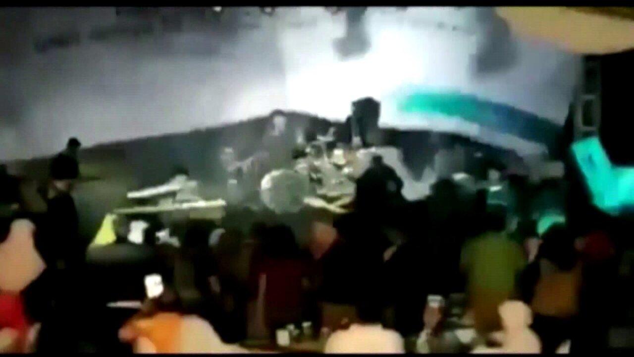 Band members, fans killed when tsunami hits rockconcert