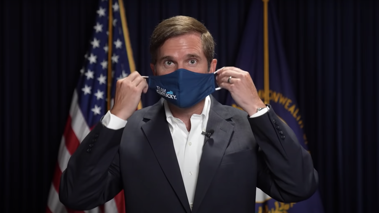 WCPO beshear puts on team kentucky mask.png