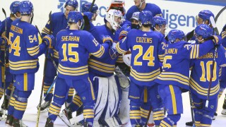 Houser shines with 45 saves in win for Sabres