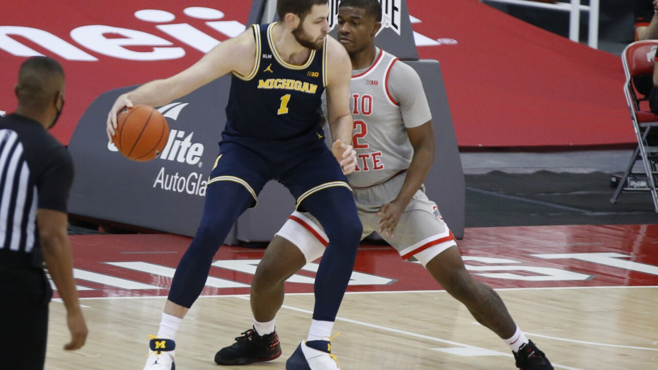 Hunter Dickinson Michigan Ohio St Basketball