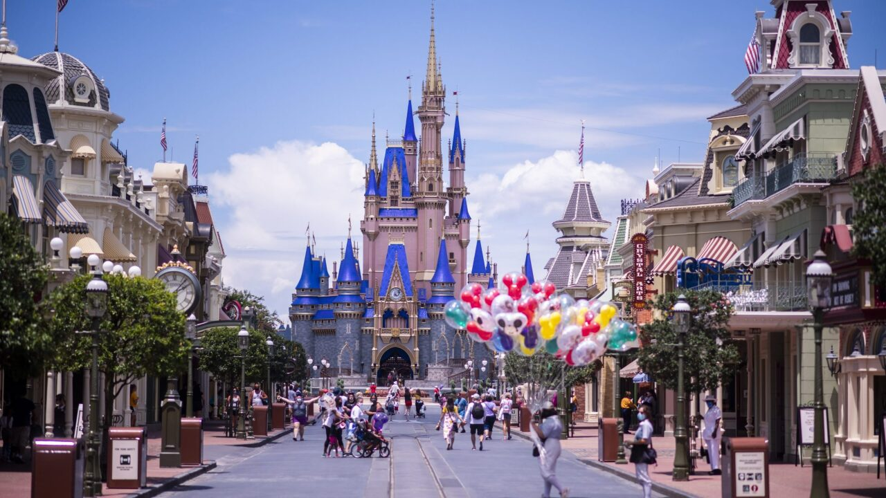 Get two free theme park days with Disney World's four-night room package