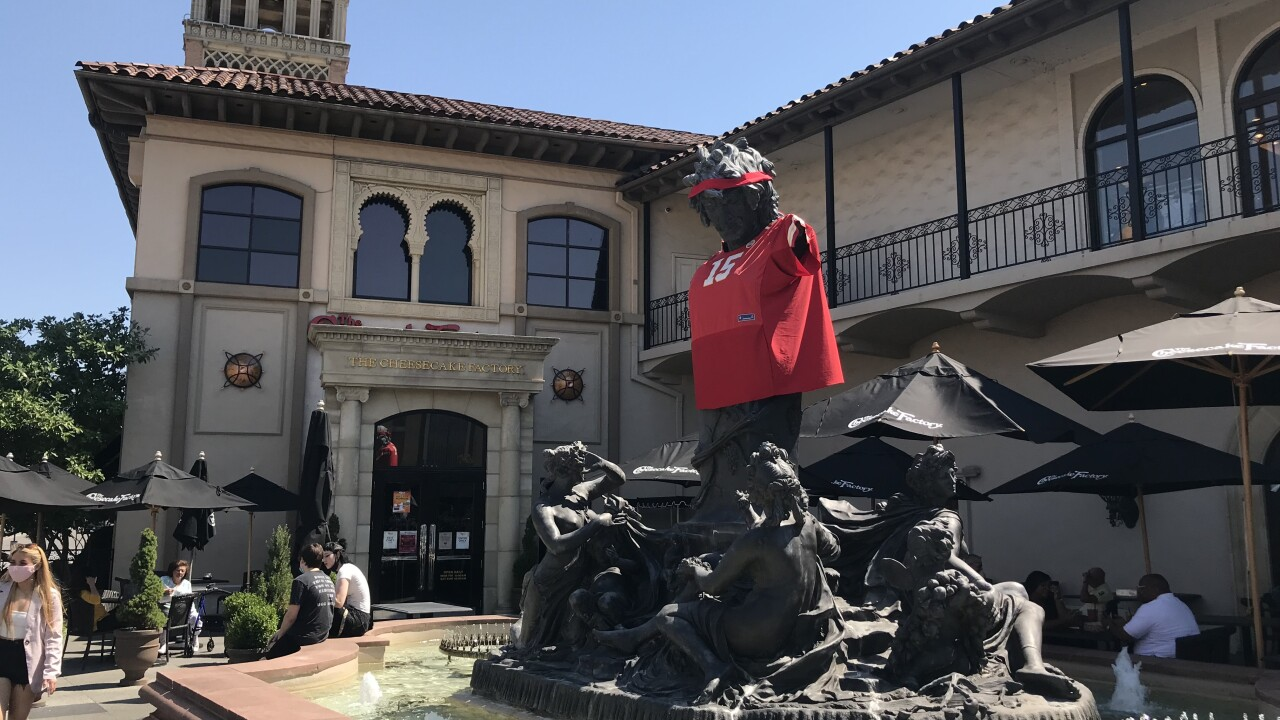 Mahomes Jersey on statue