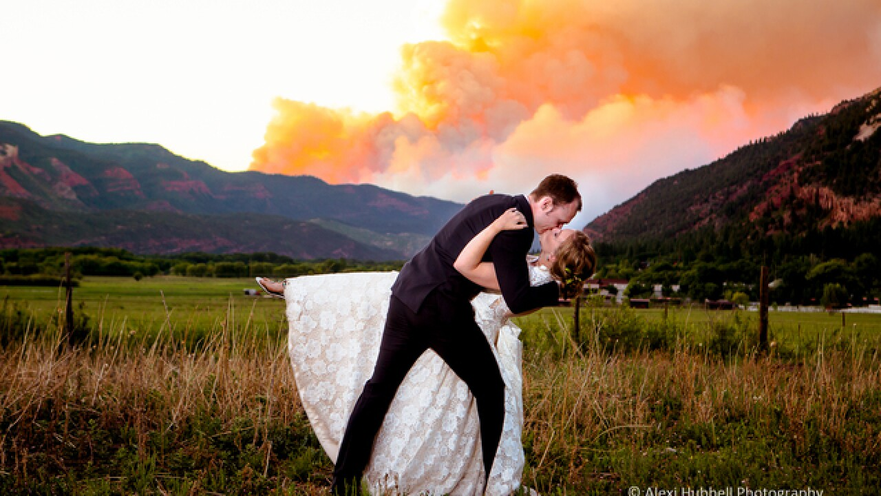 Couple takes wedding photo with massive Colorado fire in background