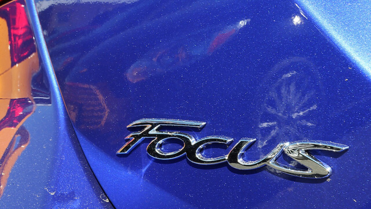 Feds probe complaints about Ford Focus doors