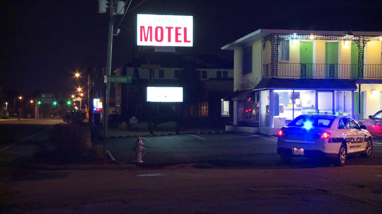 Man found stabbed at Henrico motel