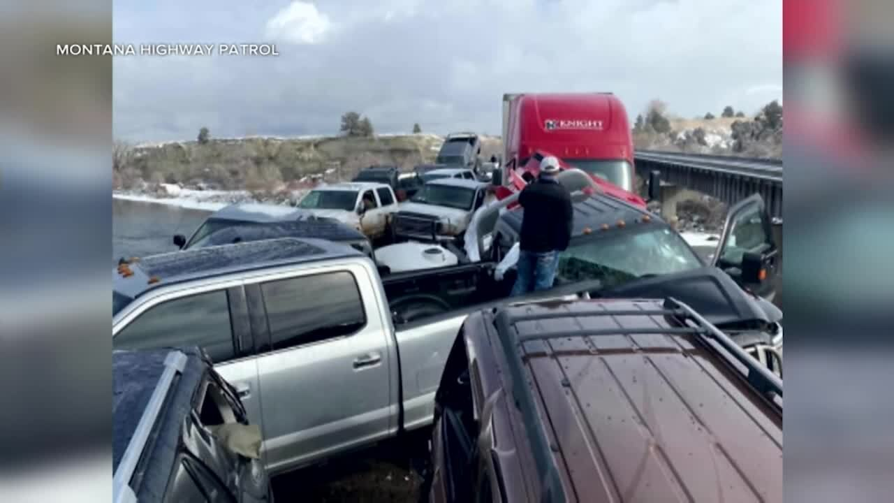 Pile-up of 30+ cars along I-90