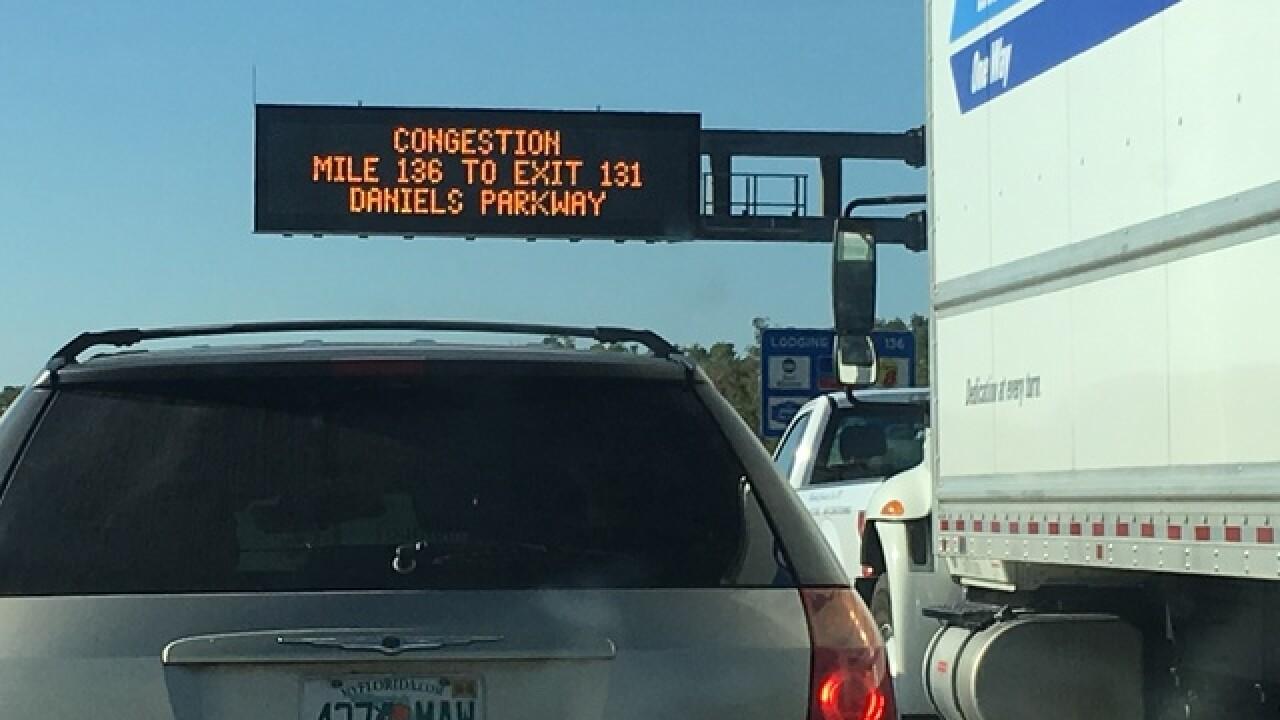 Vehicle crash closes SB I-75 in Fort Myers