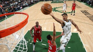 Giannis finger roll