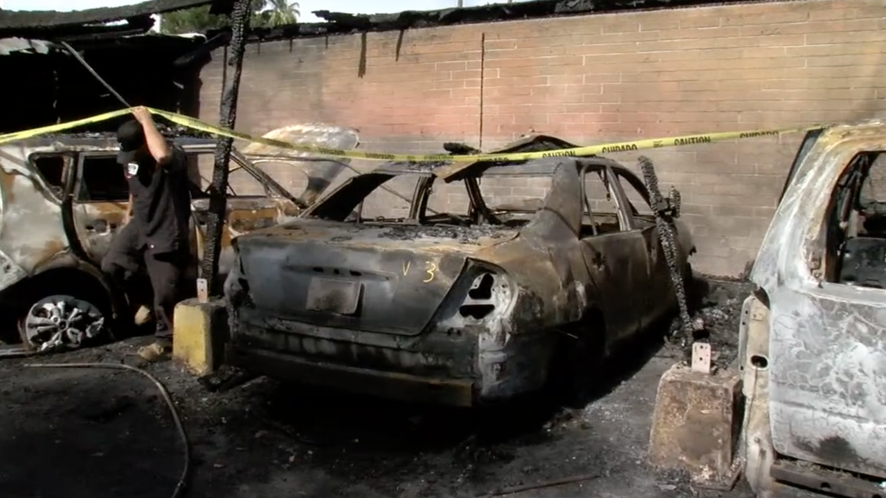 Cars destroyed in fire at Phoenix apartment complex