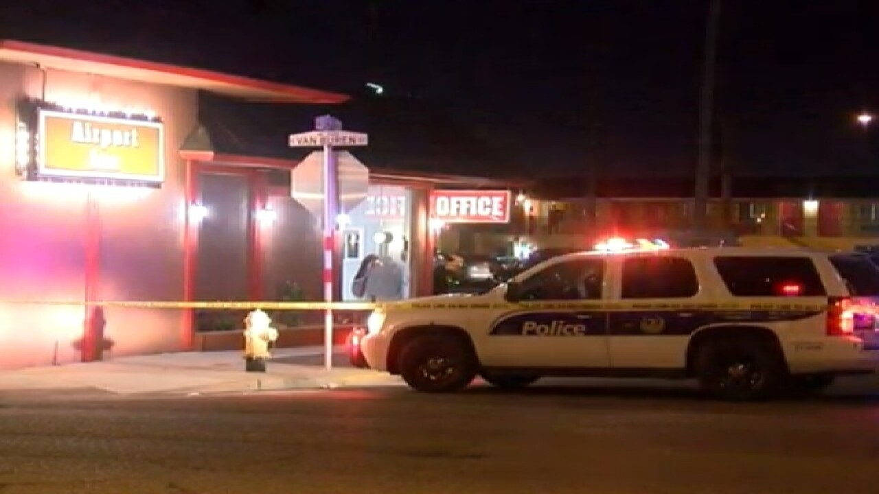 PD: Man shot in head at Phoenix motel