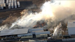 KNXV 35th Avenue Pallet Fire 5-28-20.jpg