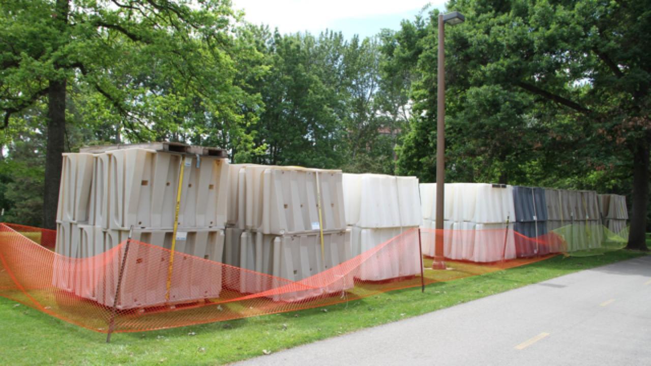 Crews building flood barrier around Zoo Boise