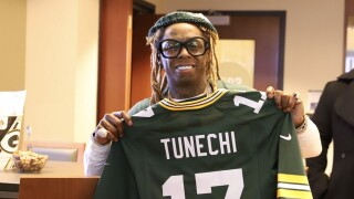 Lil Wayne kicks off 'roll out the barrel' at Packers vs. Seahawks