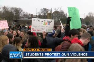 Students protest gun violence in Wauwatosa