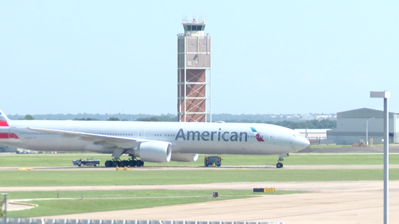 American Airlines flight at Tulsa International Airport