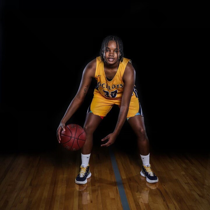 LaVae Mosley Basketball pic.jpg