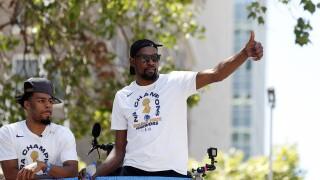Kevin Durant wins at Sports Humanitarian Awards