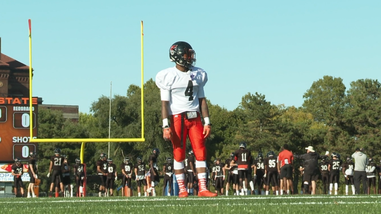Buffalo State wide receiver fights lupus to get back onto the playing field