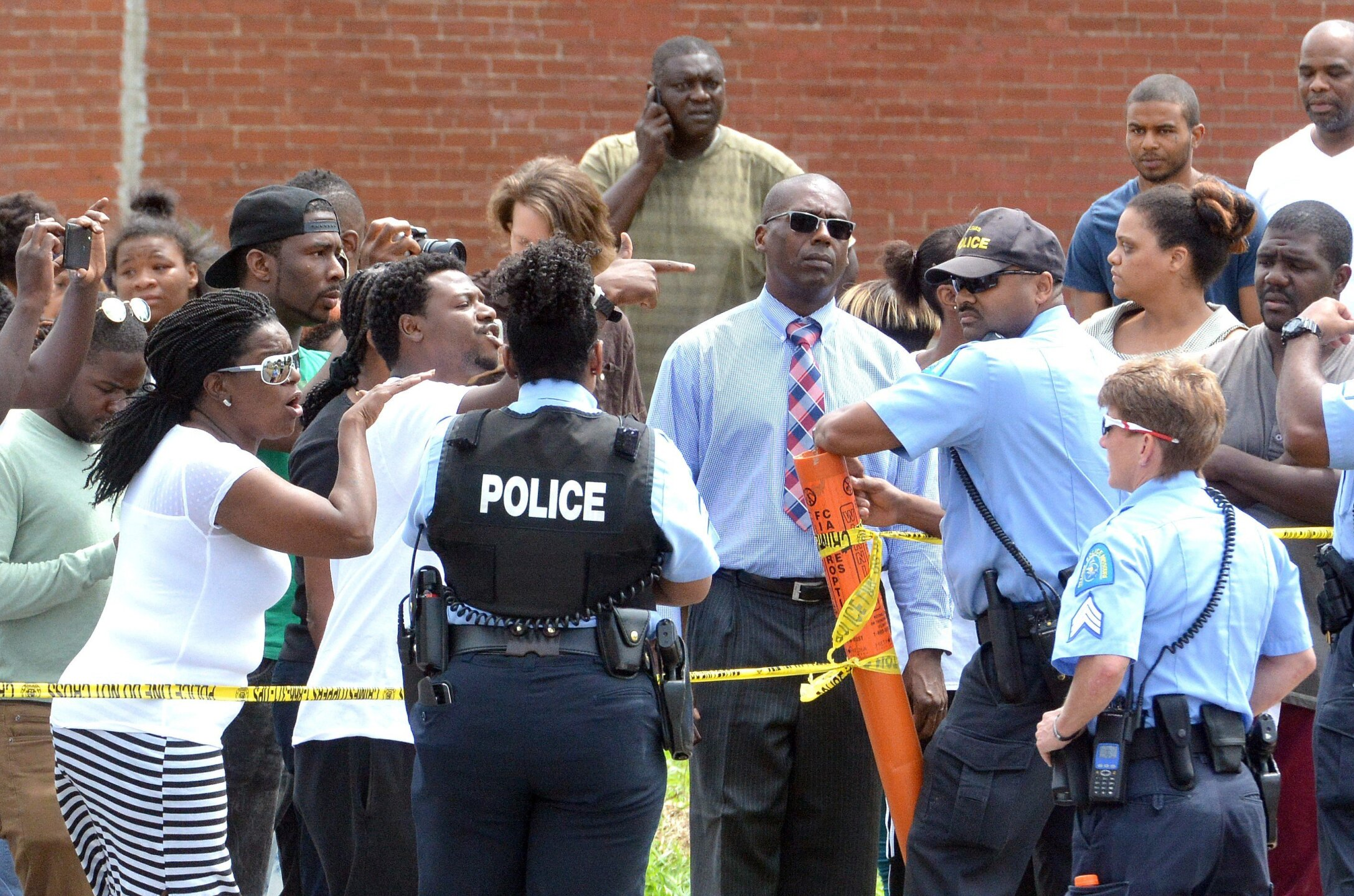 Photos: St. Louis police use tear gas on demonstrators protesting fatalshooting