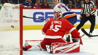 Red Wings fall to Islanders, losing for the 10th straight game
