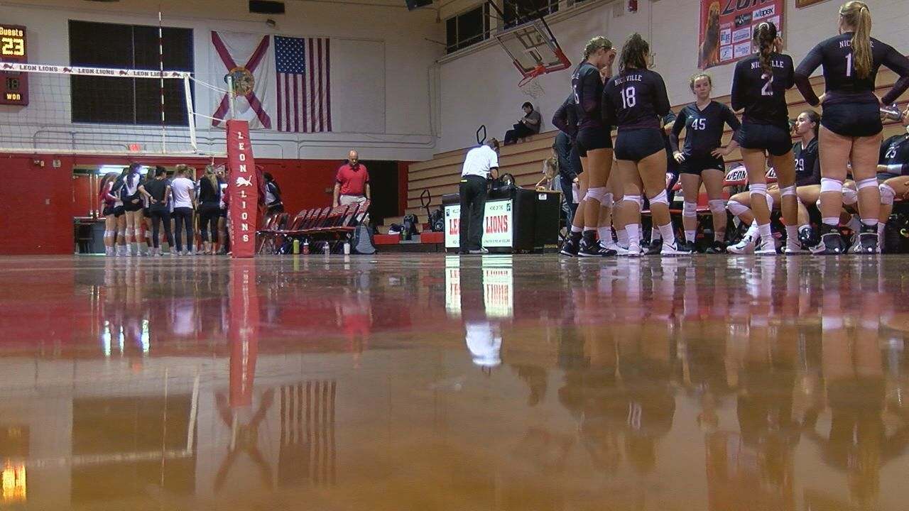 Leon Volleyball Sweeps Undefeated Niceville