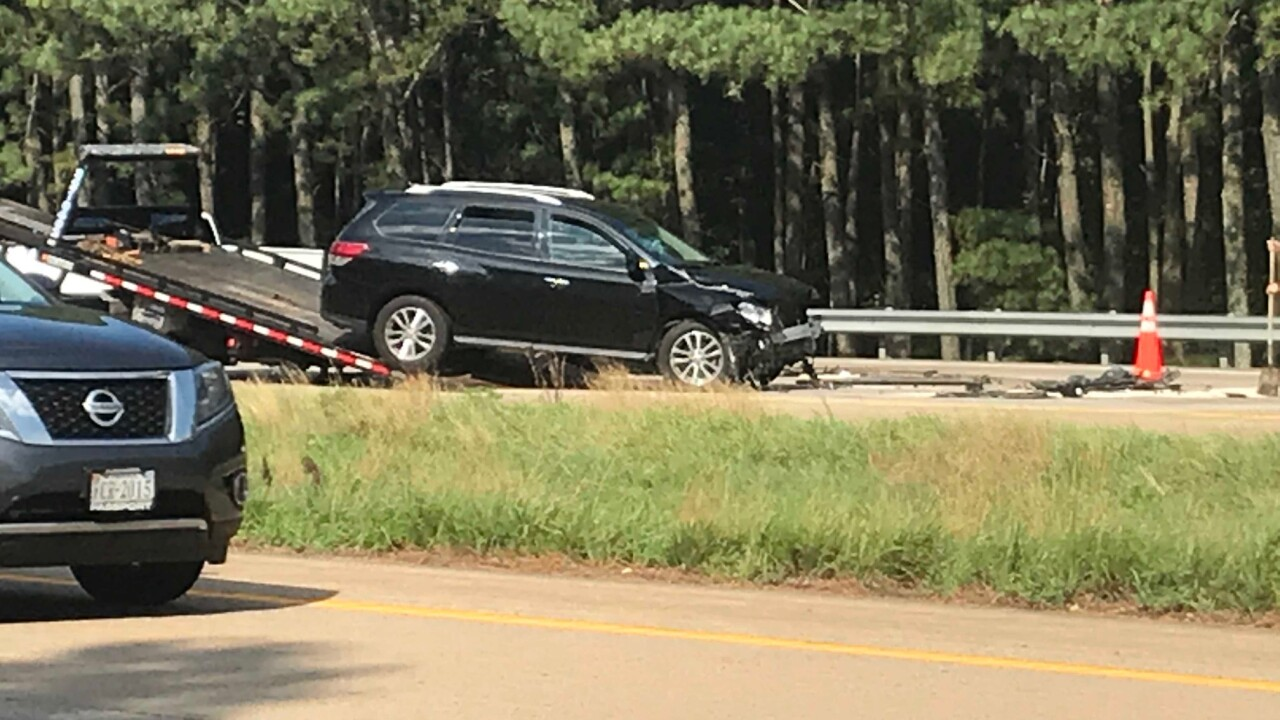 2 adults, 1 child seriously injured in 3-vehicle crash onI-295