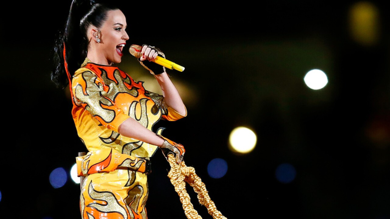 Katy Perry shines in halftime show (Feb 1, 2015)
