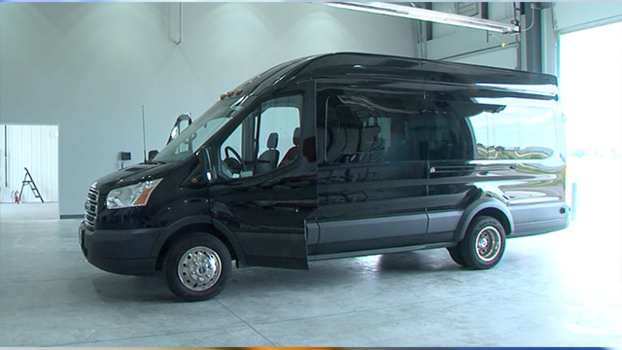 15 Passenger Van Rental Kansas City >> Advocates Drivers Say Newer 15 Passenger Vans Less Dangerous
