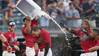 Indians Cesar Hernandez walk off home run
