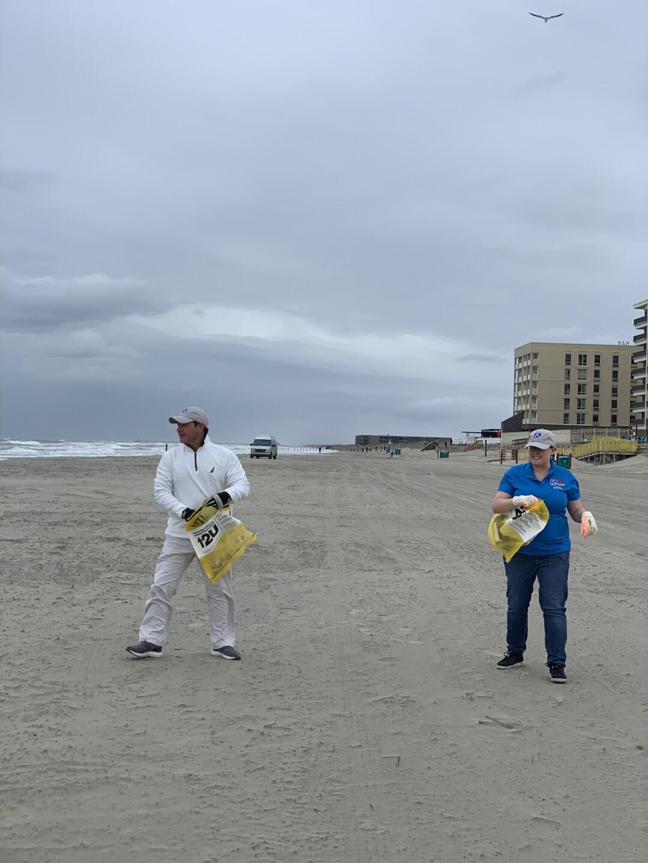 Beach clean up Paulo and Keli.jpeg