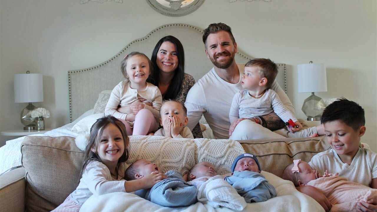 Couple welcomes quadruplets just months after adopting 4 siblings they were fostering