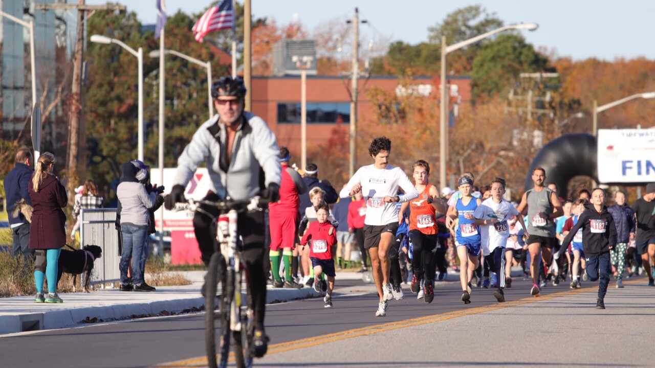 Runners race to help local students at the 42nd Annual Tidewater Striders Turkey Trot