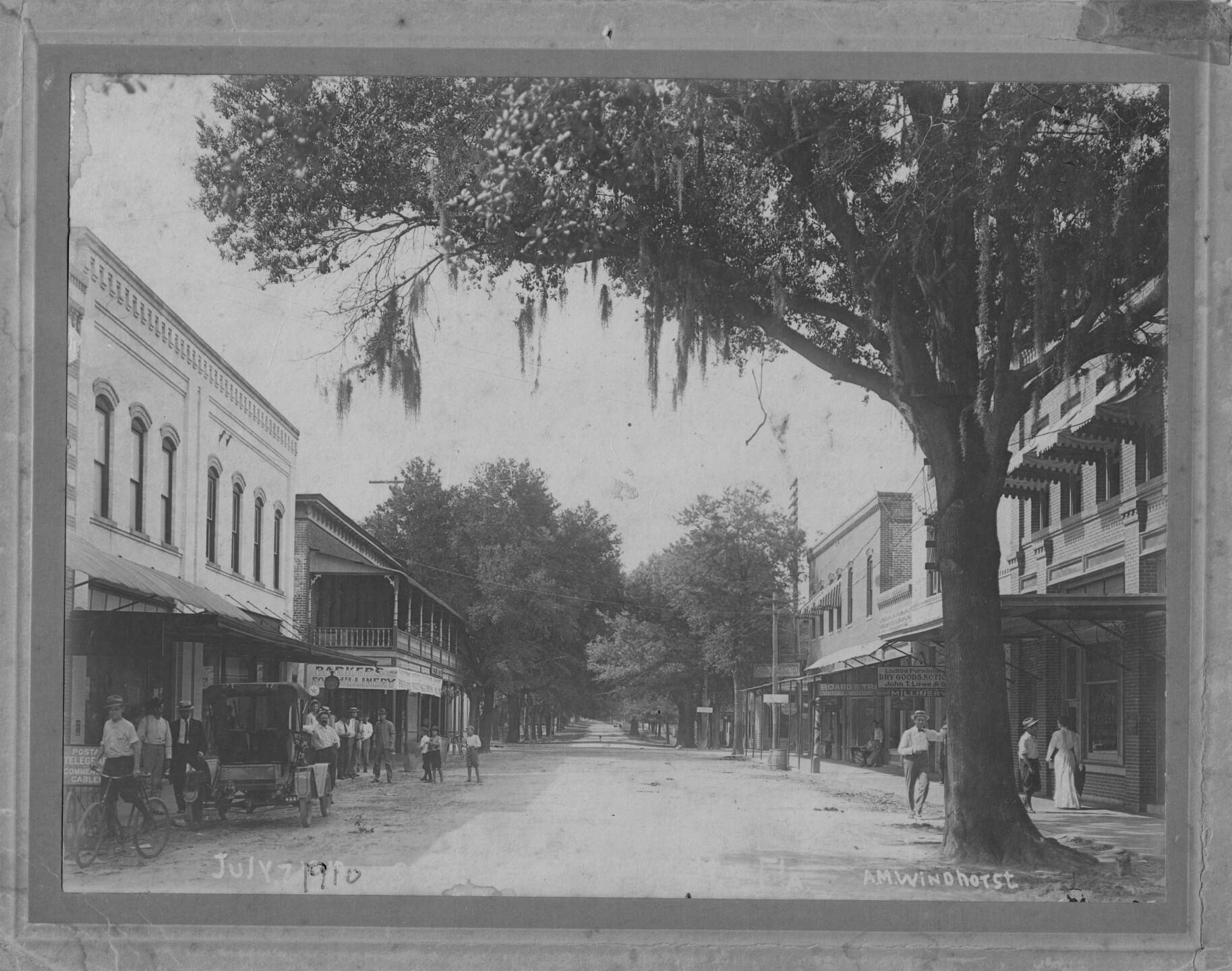 PLANT CITY DOWNTOWN COLLINS STREET 1910.jpg
