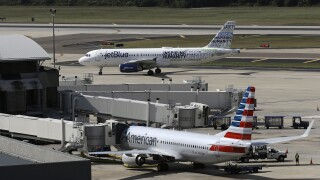 American Airlines and JetBlue flights at Tampa International Airport in 2016