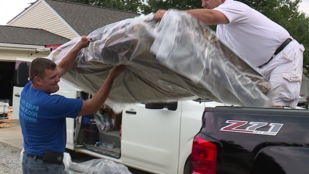 Elyria man building beds for kids in need