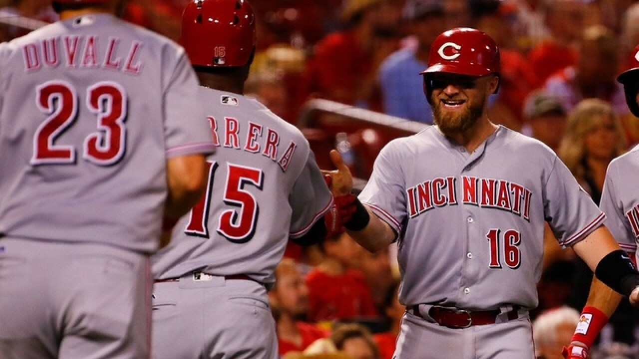 Harvey, Hamilton, homers carry Reds over Cards