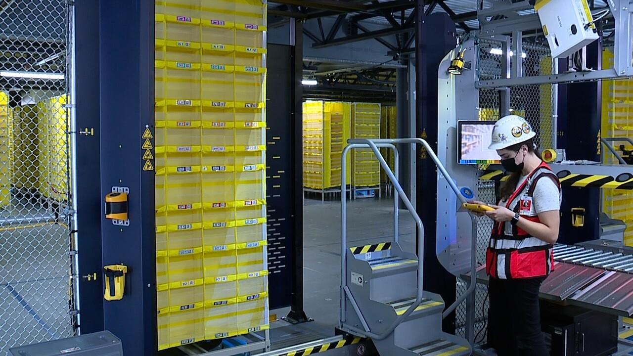 Amazon's new Robotic Fulfillment Center (2).jpg